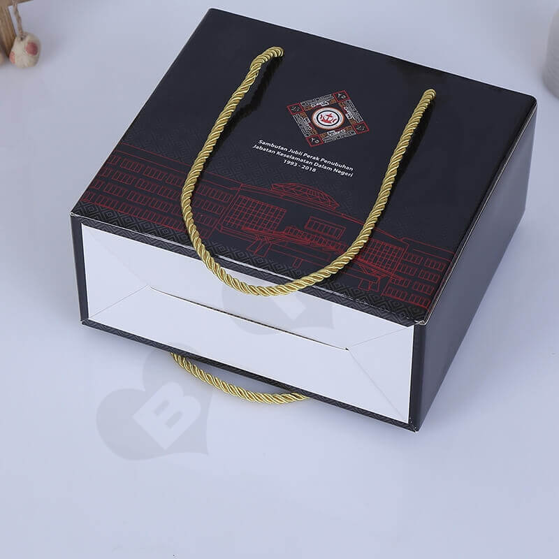 Custom Gift Packaging Box With Nylon Handle side view two