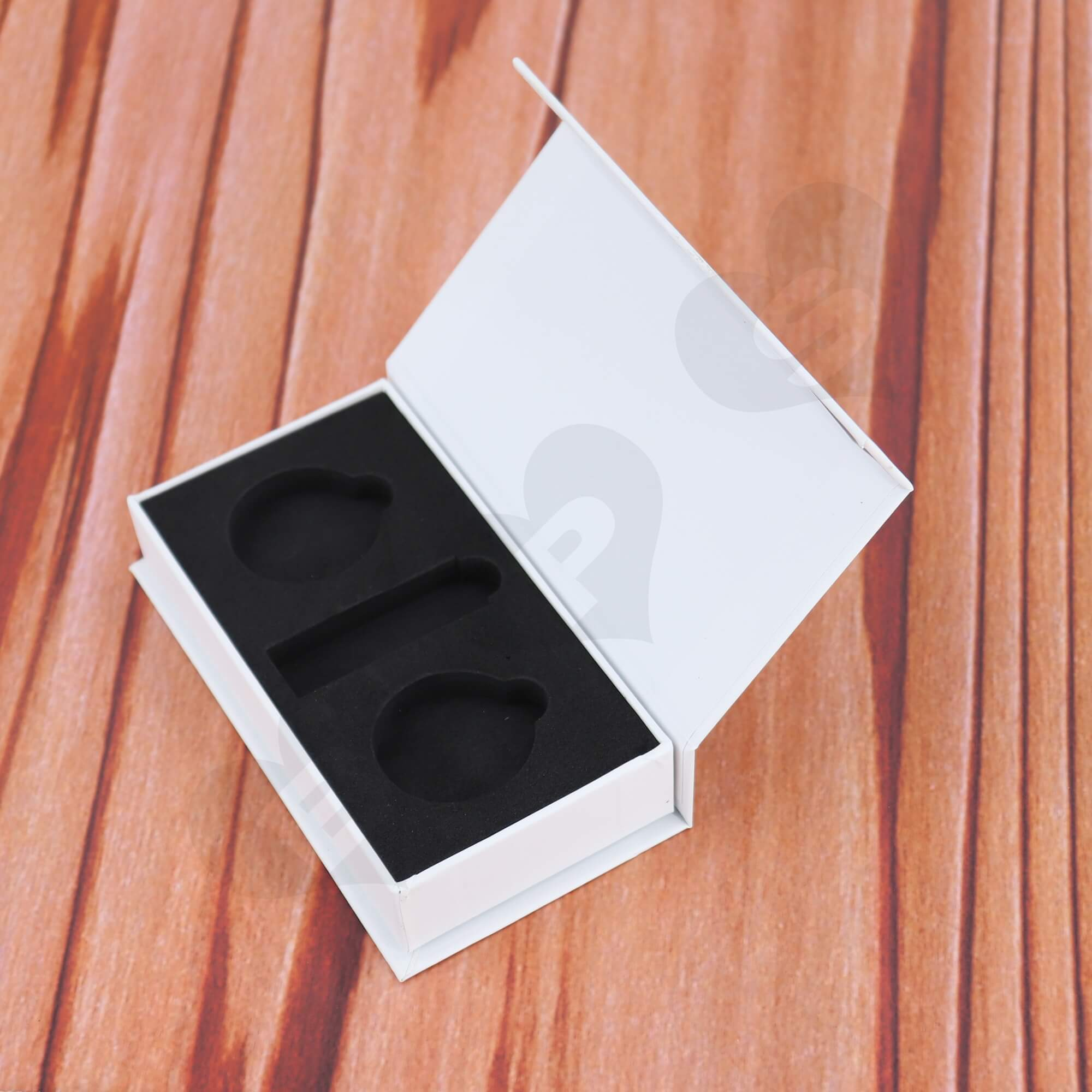 Cardboard Magnetic Closure Box Flocked EVA Foam For Packing Bathroom Supplies Side View Two